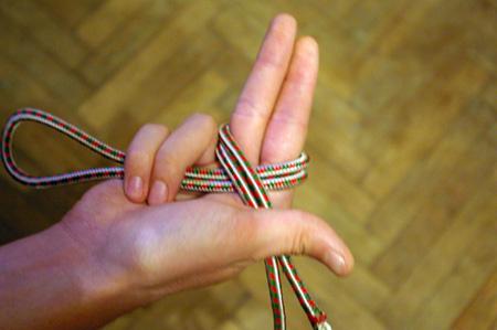 dublu 8 x peste degete