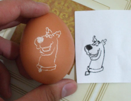 scooby doo on an eggshell