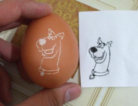 scooby doo on an eggshell