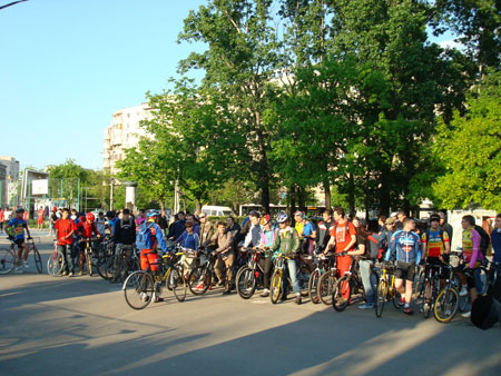 Critical mass riding in Bucuresti
